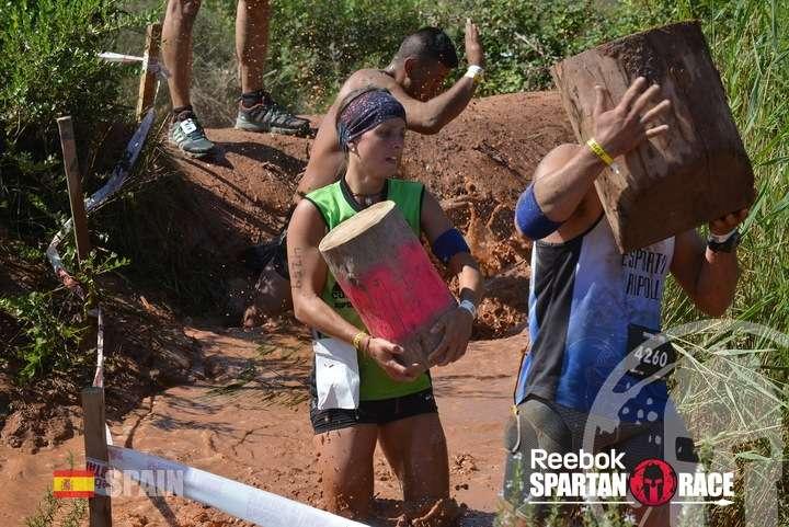 Maria Vila Spartan Race Barcelona troncos