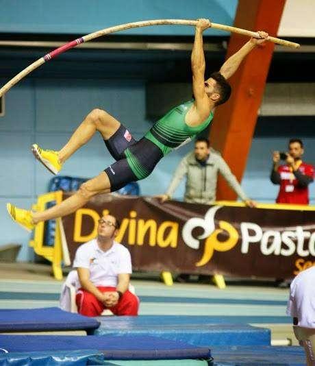 Vicente Fabra saltador pértiga