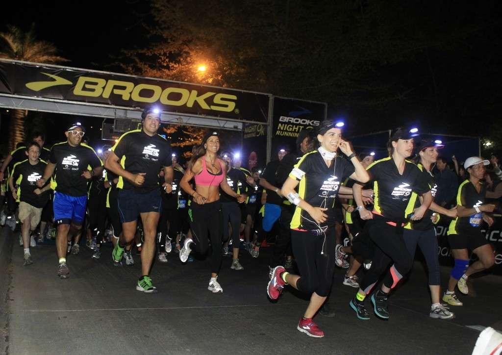 1 de Octubre de 2011/SANTIAGO Esta noche se realizó la Primera corrida nocturna de ¿Brooks Night Running¿, realizada en la Ciudad Empresarial de la comuna de Huechuraba. Foto:NADIA PEREZ/AGENCIAUNO  _H8J5725