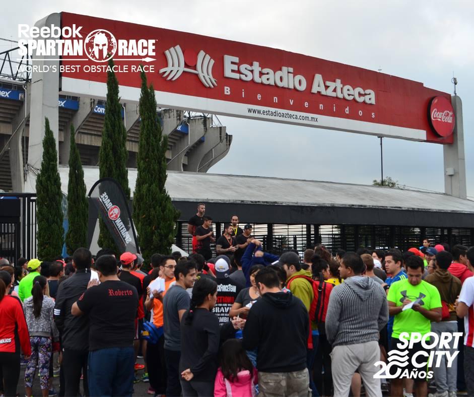 Entrenamiento en los exteriores del Estadio Azteca para la Spartan Race del 19 y 20 de septiembre de 2015
