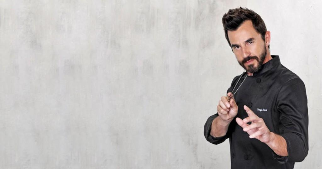 Santi Millán da vida en TV a Sergi Roca, Chef de la conocida serie de Tele 5 'El Chiringuito de Pepe'.