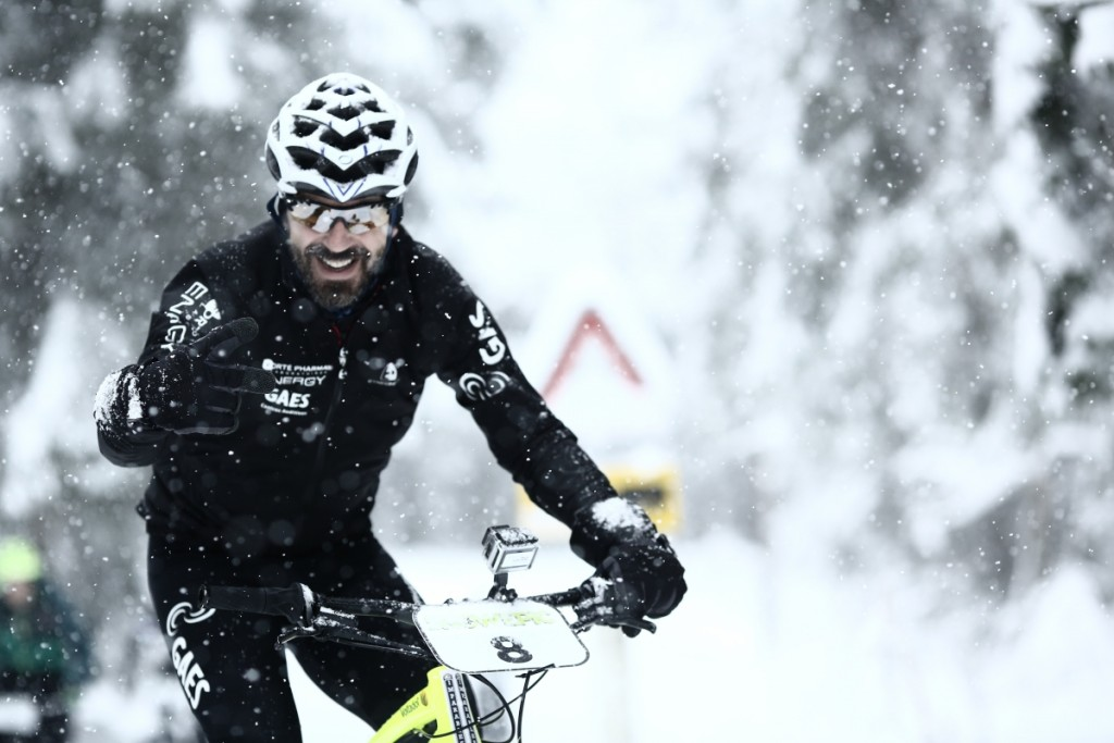 Santi Millán en su bicicleta de montaña