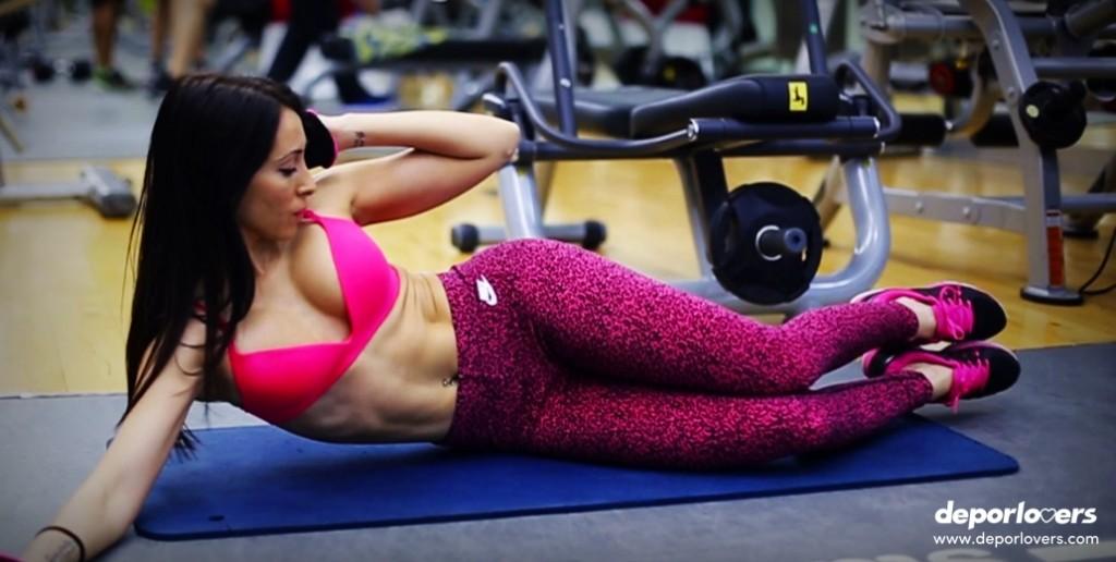 12 ejercicios de abdominales perfectos para hacer en el gym