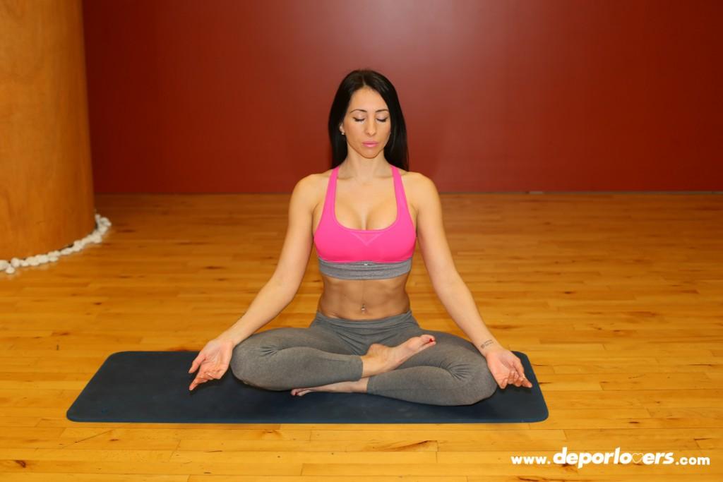 Postura de meditacion yoga