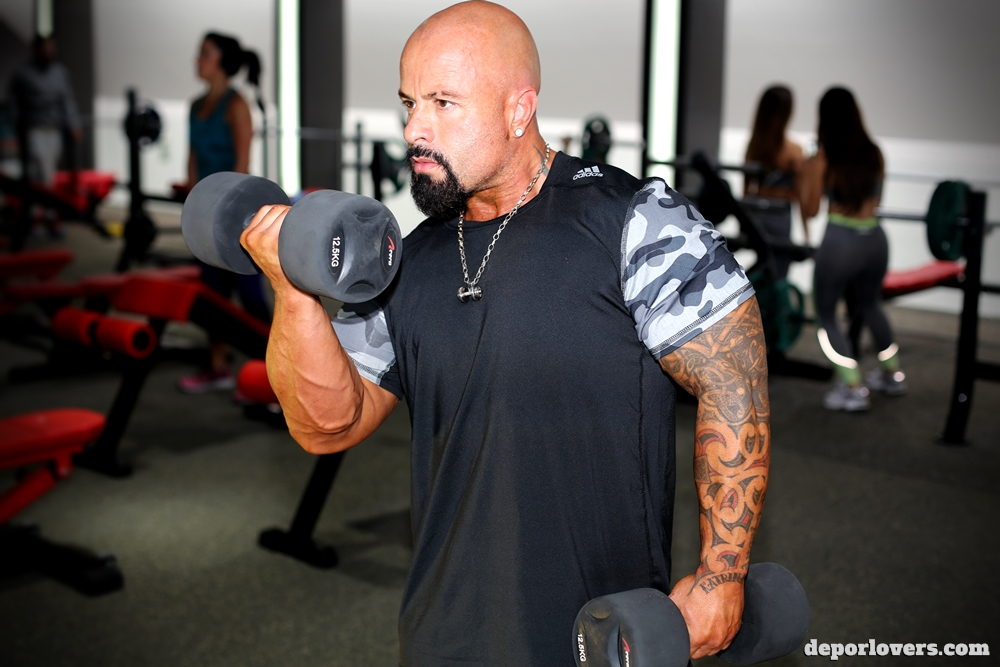 Entrenamiento para pasar de delgado a musculoso