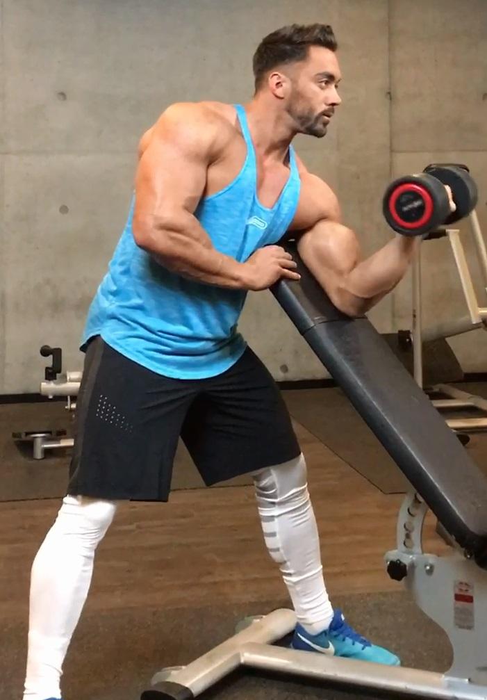 entrenamiento-con-peso-para-aumentar-biceps