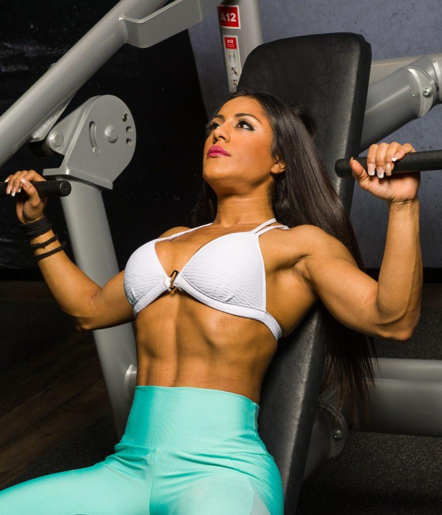 ejercicios para adelgazar brazos y espalda con pesas